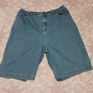Bobbie Brooks stretchy jean shorts